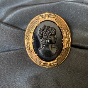 """Victorian Style Gold Tone Cameo Brooch Pin 2 1/4"""""""